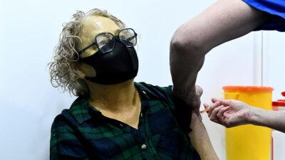 EU llega a 50% de adultos vacunados contra COVID-19