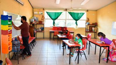 Campeche y Nayarit suspenden clases presenciales por semáforo amarillo