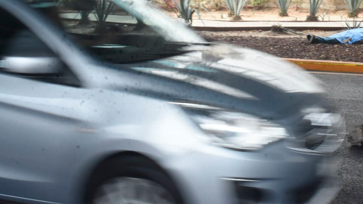CDMX: automovilista choca, intenta huir y atropella a dos personas