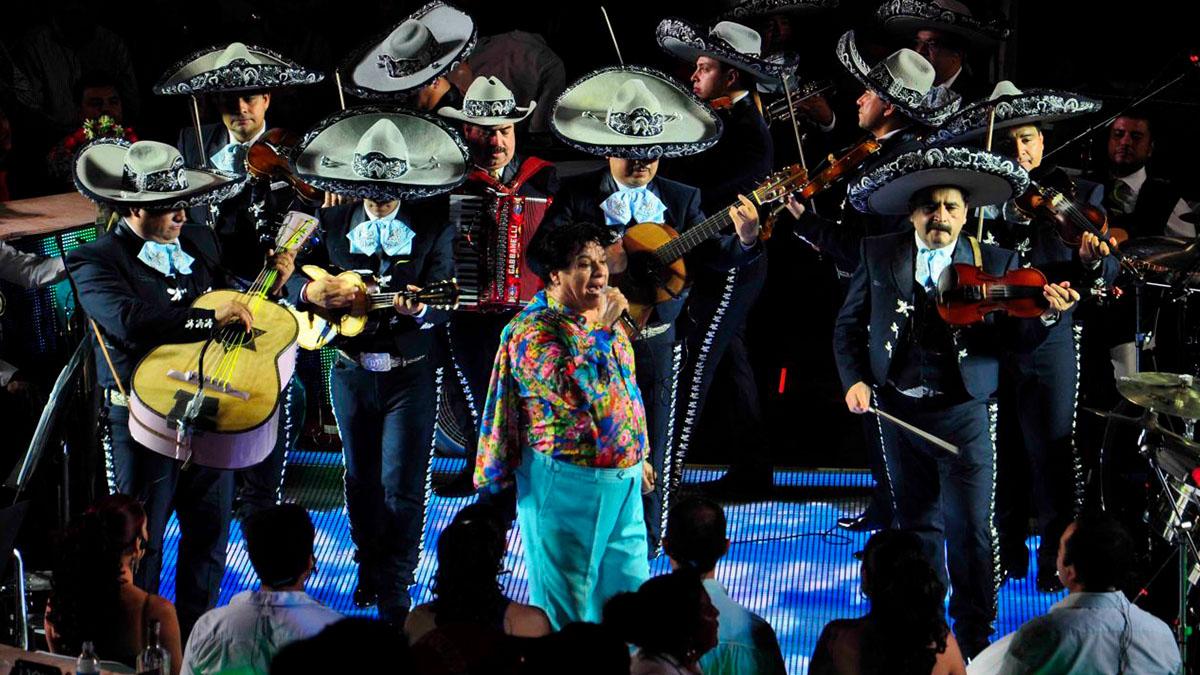 Amor eterno: la dolorosa canción que Juan Gabriel dedicó a las mamás