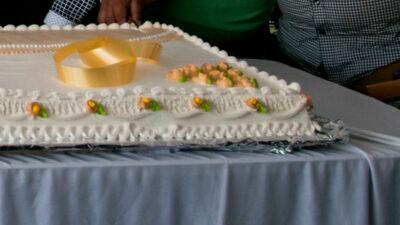 Mujer de la tercera edad recibe pastelazo; festejaba 10 de mayo