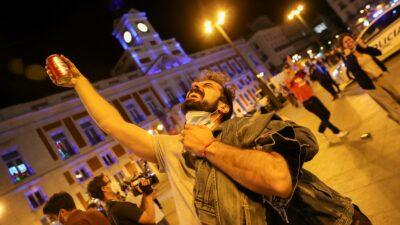 España celebran el fin del toque de queda por el COVID-19