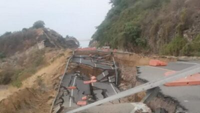 Michoacán: colapsa tramo de la autopista Siglo 21