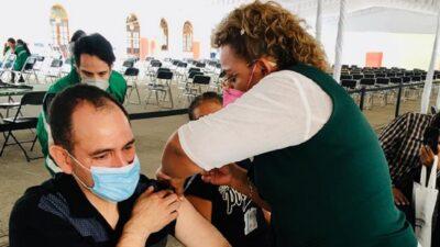 Arturo Herrera, secretario de Hacienda, se vacuna contra el COVID-19