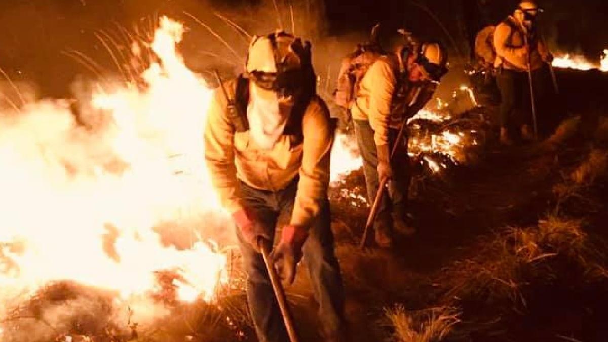 Incendio en Uruapan: brigadistas combaten llamas en Cerro de la Cruz
