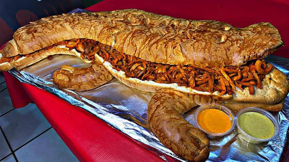 """Tamaulipas: """"Mega Juancho"""", la torta de más de un metro de largo"""