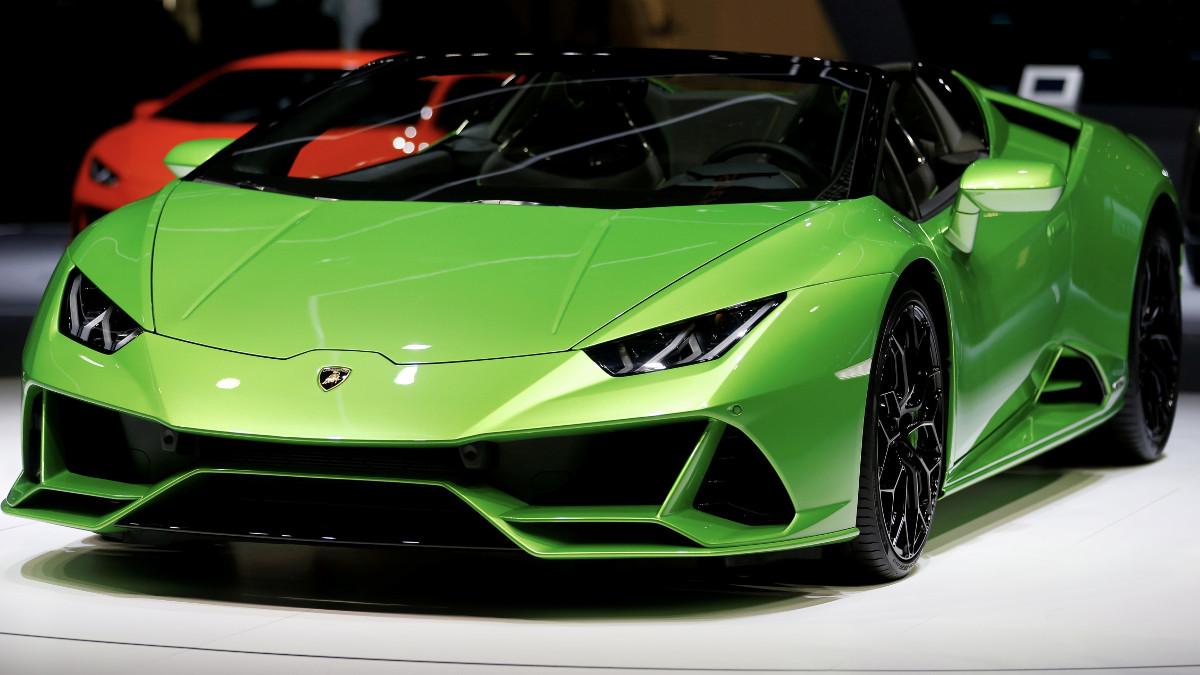 Youtuber crea un Lamborghini con cartón en Nueva Zelanda