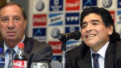 Carlos Bilardo, no sabe que murió Diego Maradona. Foto: AFP