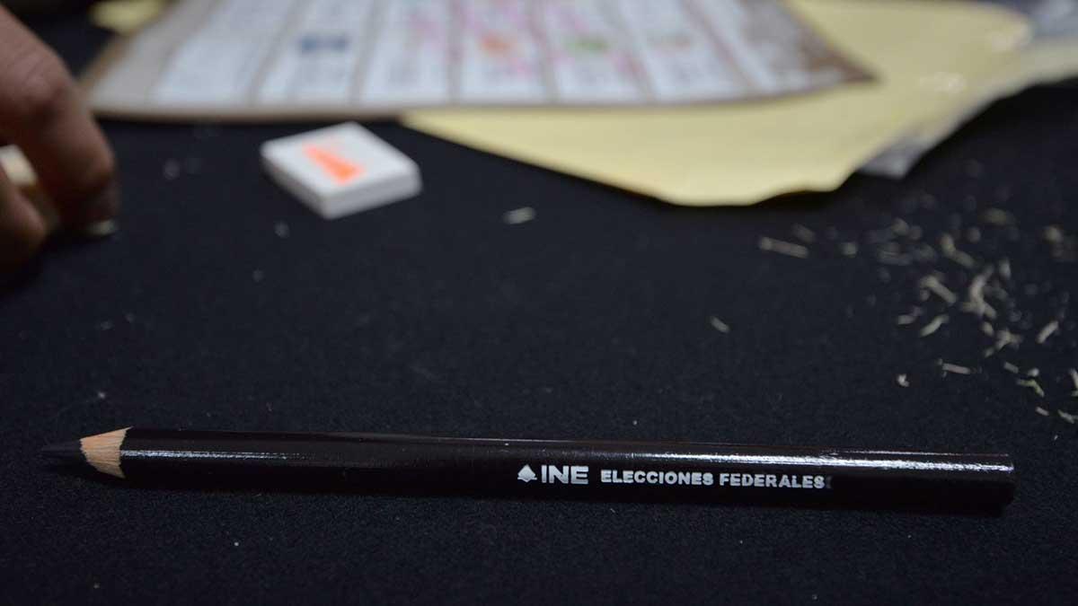 Los marcadores del INE son fabricados con una cera especial que deja una huella que es imposible de eliminar. Foto: Cuartoscuro