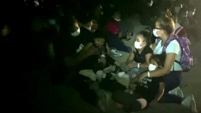 Video: migrantes intentan cruzar a EU en botes y de noche