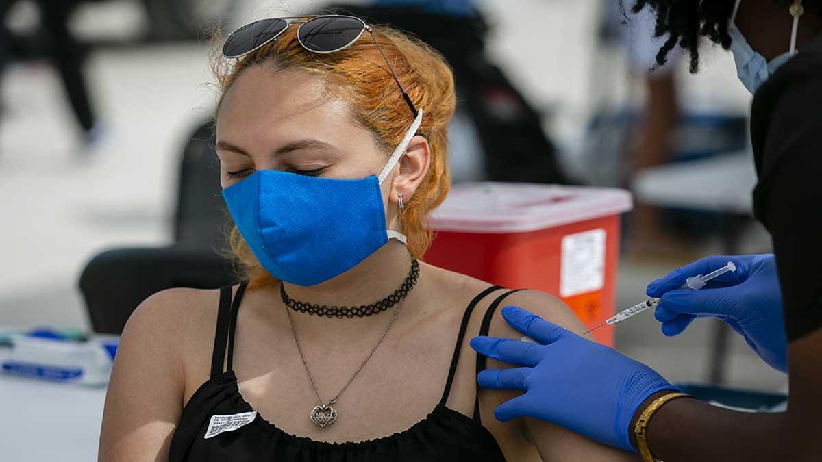 Estados Unidos se enfoca en vacunar a más estadounidenses: Jeff Zients, de la Casa Blanca