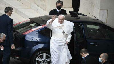 Papa Francisco: planean entregar el primer papamóvil eléctrico en 2022