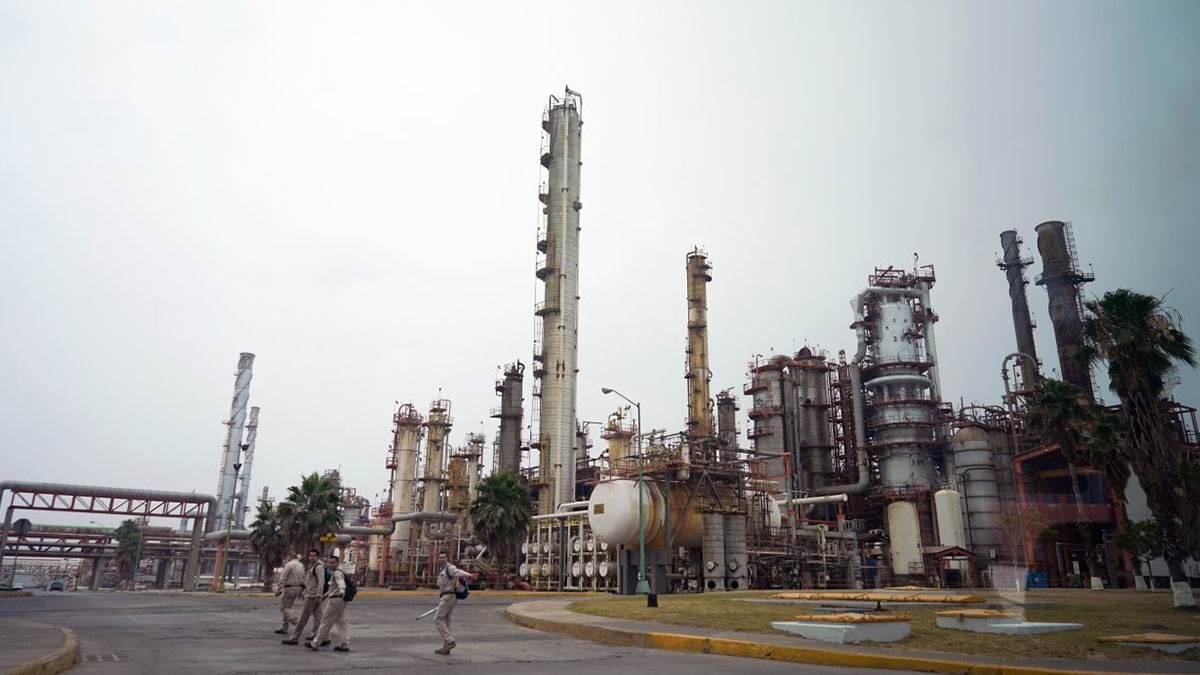 AMLO: Pemex compra refinería en Texas, propiedad de Shell