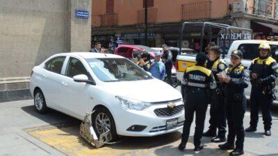 En CDMX, hombre muerde dedo a policía al colocarle un inmovilizador