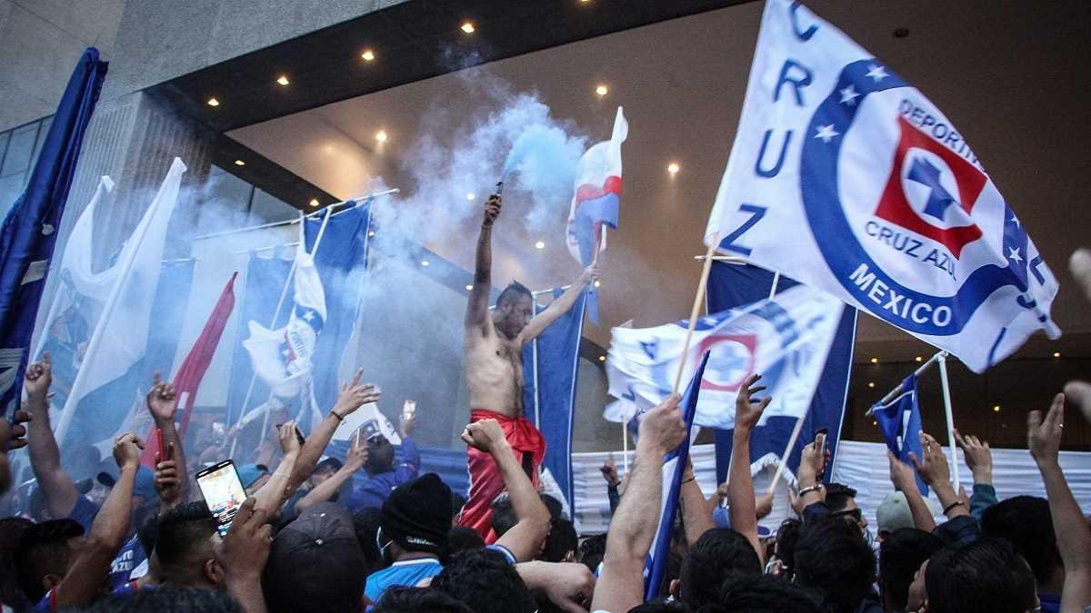 Aficionados apoyo Cruz Azul