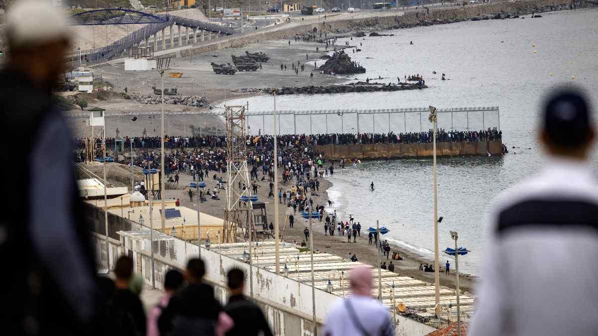 Crisis migratoria Ceuta: migrantes cruzan frontera entre España y Marruecos  - Uno TV
