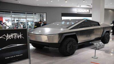 Elon Musk es observado en las calles de Nueva York a bordo de un Tesla Cybertruck
