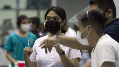 Vacunación COVID para maestros en Guanajuato; ve sedes