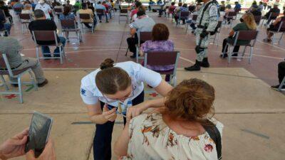 Puebla: inicia vacunación contra COVID a personas de 50 y más