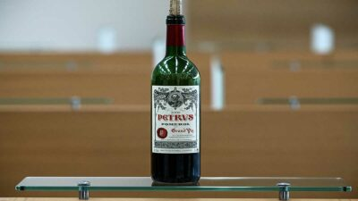 Vino Petrus francés es vendido por un millón de dólares; pasó 14 meses en el espacio