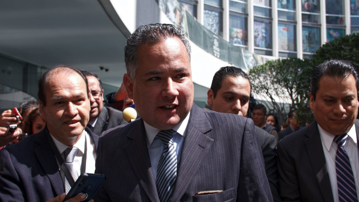 Santiago Nieto tiene COVID-19