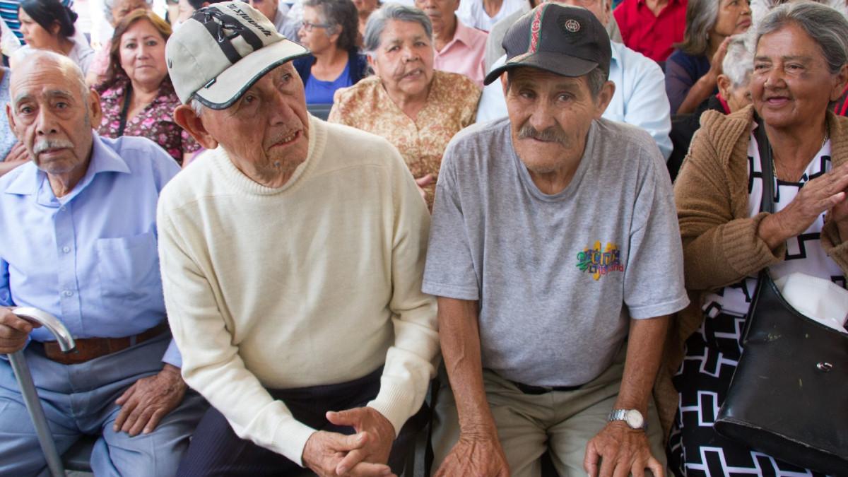 Pensiones de adultos mayores aumentarán 15%; ve cuándo