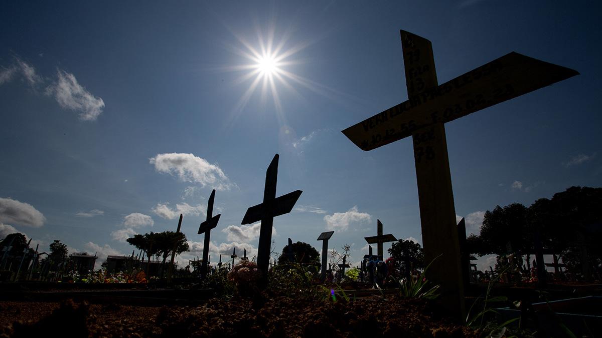 Brasil supera 500 mil muertos por COVID-19; temen una tercera ola
