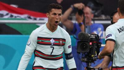 Cristiano Ronaldo desairó a Coca Cola y los memes no lo perdonaron