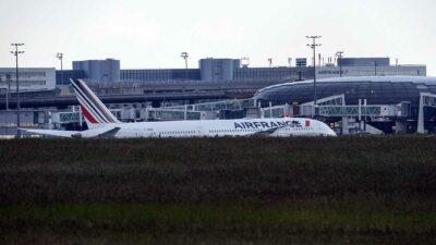 Avión aterriza en París por presunta presencia de artefacto explosivo