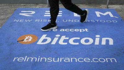 FMI advierte riesgos tras adopción del bitcoin como moneda legal en El Salvador