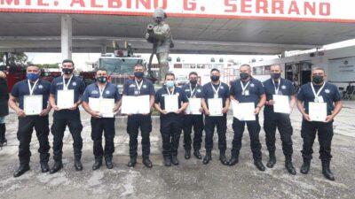 Puebla: reconocen a bomberos por rescate a perros que cayeron en socavón