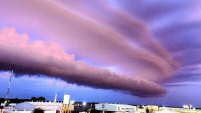 Clima en Campeche genera hermoso atardecer con nubes rosas