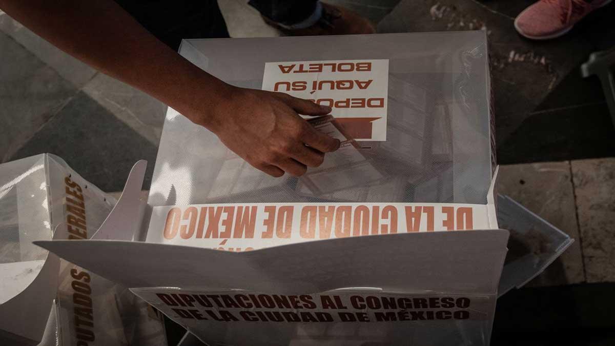 Ciudadanos de diversos estados protestan frente a casilla especial de la Alcaldía Gustavo A. Madero