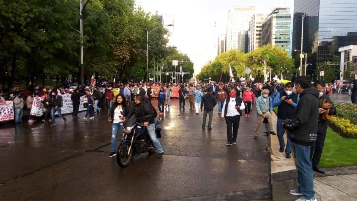 CDMX: Integrantes del SME marchan; ve alternativas viales