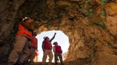 Chile: aprueban indemnizar a 31 de los 33 mineros de Atacama