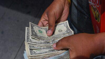 Cuba: suspenden depósitos bancarios en dólares
