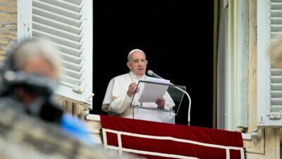 Papa Francisco expresa dolor tras hallazgo de niños muertos en Canadá