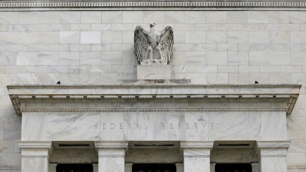 Fed mantiene su tasa de interés de referencia