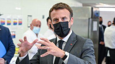 Hombre cachetea a Emmanuel Macron, presidente de Francia