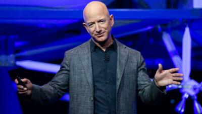 Viaje al espacio junto a Jeff Bezos se vendió por 28 millones de dólares