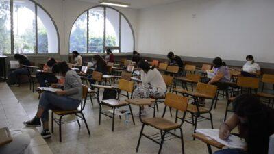 Michoacán: Cachan a alumna con cámara en lentes en examen de admisión