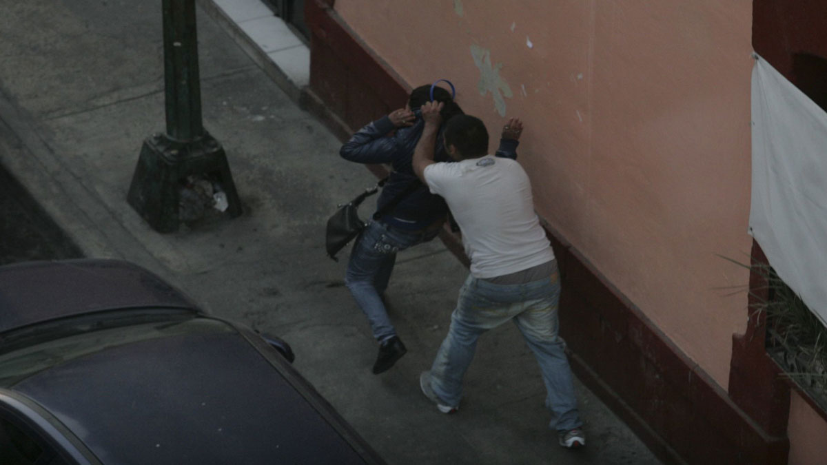 Puebla: Lo graban dando golpiza a mujer en Huejotzingo