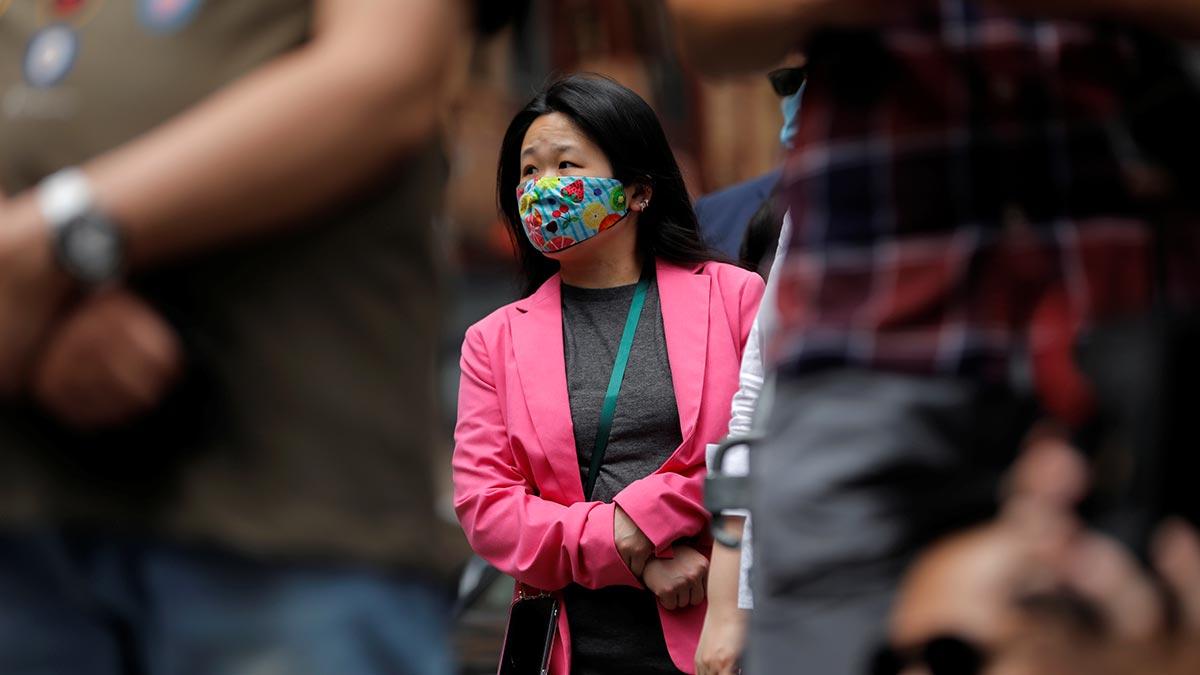 Video: mujer asiática es noqueada por un hombre en Nueva York