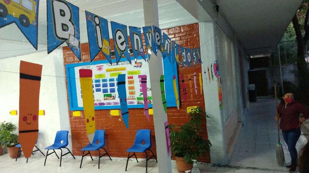 CDMX: Regresan a clases presenciales alumnos de primaria y secundaria
