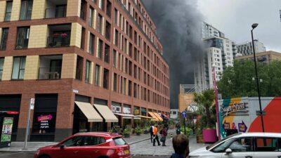 En Londres, reportan incendio y explosión bajo puente de tren