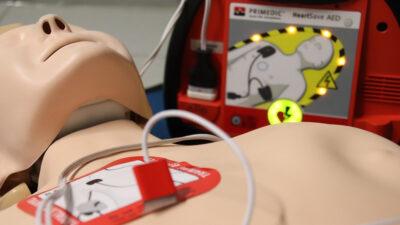 ¿Qué es un desfibrilador cardíaco, como el que usará Christian Eriksen?