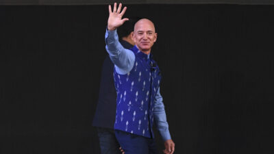Jeff Bezos irá al espacio en el primer vuelo tripulado de un cohete