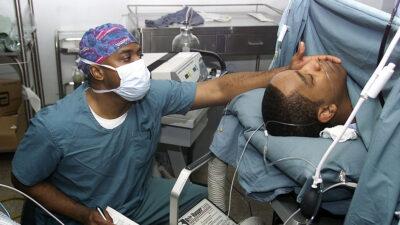 ¿Sabes cuáles son las cirugías estéticas más populares en los hombres?