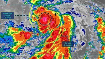 Tormenta tropical Enrique se intensifica a huracán categoría 1