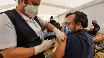 Anota: si tienes 40 o más, esta semana vacunan en estos lugares
